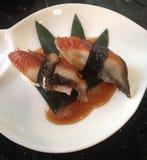 Pesce giapponese dei sushi sull'alimento tradizionale del riso Fotografie Stock