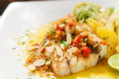 Pesce persico con salsa Fotografie Stock Libere da Diritti