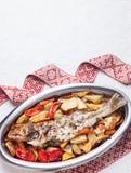 Pesce pronto con le verdure Immagini Stock Libere da Diritti