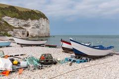 Pescherecci alla spiaggia di Yport in Normandie, Francia Fotografia Stock