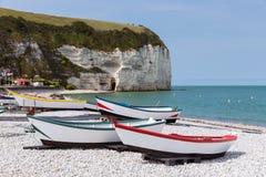 Pescherecci alla spiaggia di Yport in Normandie, Francia Immagini Stock