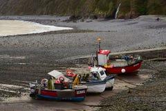 Pescherecci nel porto di Clovelly, Devon nell'inverno Immagine Stock Libera da Diritti
