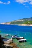 Pescherecci in una baia nell'isola di Thassos, Grecia Fotografie Stock Libere da Diritti