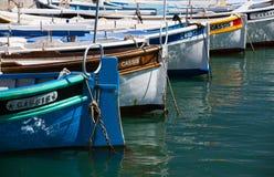Pescherecci variopinti tipici nel porto a Marsiglia Immagini Stock