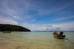 Peschereccio piccolo di galleggiamento, baia del Siam Fotografie Stock