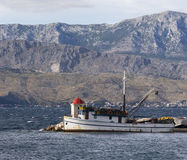 Peschereccio in porto Immagini Stock Libere da Diritti