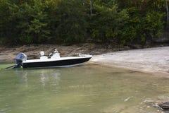 Peschereccio sulla riva Fotografia Stock Libera da Diritti