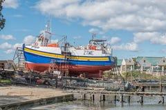 Peschereccio sullo scalo di alaggio al porto in Laaiplek immagine stock libera da diritti