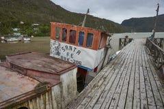 Peschereccio in Tortel, Patagonia, Cile Immagini Stock