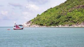 Peschereccio tradizionale al mare Sud-est asiatico, Tailandia video d archivio