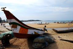 Peschereccio in una spiaggia Immagini Stock Libere da Diritti
