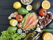Peschi il salmone su un antiossidante organico del fondo di legno immagini stock libere da diritti