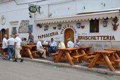 PESCHICI - SEPTEMBER 11: Paposceria - restaurang endast för män Fotografering för Bildbyråer