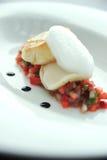 Pesci cotti sopra la salsa del pomodoro Fotografia Stock Libera da Diritti
