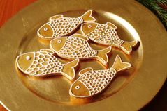 Pesci del pan di zenzero di natale immagini stock