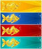 Pesci dell'oro nel modulo del segno di valuta del dollaro Fotografia Stock Libera da Diritti