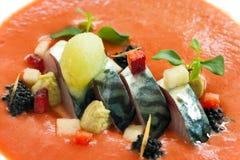 Pesci dello scombro con la preparazione arancione dei frutti di mare. Fotografia Stock