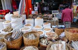 Pesci essiccati da vendere a Mandalay, Myanmar fotografia stock libera da diritti