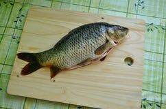 Pesci freschi sulla tabella Fotografia Stock Libera da Diritti