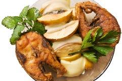Pesci fritti con frutta. Immagine Stock