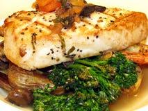 Pesci spada e broccolo Fotografia Stock Libera da Diritti