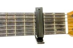 Pescoço clássico da guitarra com um capo Foto de Stock