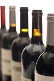 Pescoços da garrafa, fileira de garrafas de vinho Imagem de Stock Royalty Free
