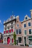 Pese a casa e as lojas no centro de Haarlem fotografia de stock royalty free
