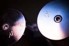 Pesi di Dumbell nella palestra di forma fisica Immagini Stock Libere da Diritti