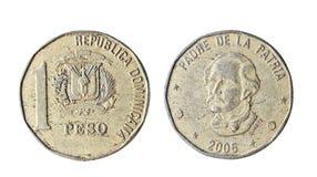 1 peso av Dominikanska republiken 2005 Isolerat objekt på en vit bakgrund Arkivfoto