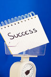 Peso de éxito, de pros del balance y de contra de medición Fotografía de archivo libre de regalías
