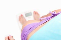 Peso di Cheking - concetto di dieta Immagini Stock Libere da Diritti