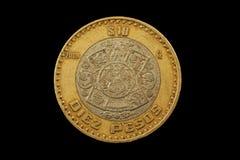 Peso-Münze des Mexikaner-zehn lokalisiert auf einem schwarzen Hintergrund Stockbilder