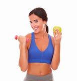 Peso perdidoso de la señora con ejercicio y la fruta Imagenes de archivo