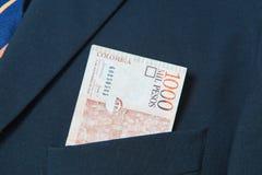 Pesos colombiens dans la poche d'un costume Photos stock