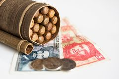 Pesos cubains avec l'icône de héros de Guevara et Cienfuegos et Cubain Photographie stock libre de droits