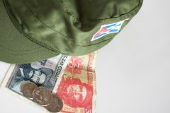 Pesos cubains avec l'icône de héros de Guevara et Cienfuegos et milit Photo stock