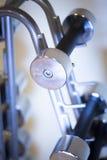 Pesos de Dumbell en gimnasio de la aptitud Imagen de archivo libre de regalías