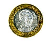 5 Pesos (den 50th årsdagcentralbanken) myntar, banken av dominikanen Arkivfoton