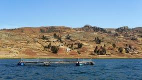 Pesque la red para las truchas en el lago Titicaca, Perú Imagen de archivo libre de regalías