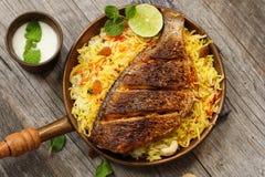 Pesque peixes e o arroz indianos do estilo de Biryani com masala picante foto de stock