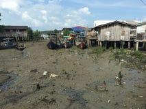 Pesque a vila convertida no recurso em Kukup, Malásia fotografia de stock