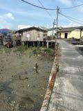 Pesque a vila convertida no recurso em Kukup, Malásia fotos de stock royalty free
