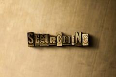 PESQUISA - o close-up do vintage sujo typeset a palavra no contexto do metal Imagem de Stock Royalty Free