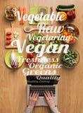 Pesquisa por receitas saudáveis do vegetariano em linha Fotos de Stock Royalty Free
