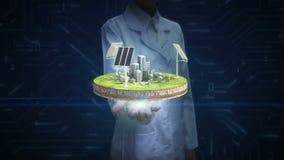 Pesquisador fêmea, palma aberta do coordenador, painel da energia solar, energia Eco-amigável na terra do ciclo filme