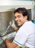 Pesquisador Filling Chemical In Testtube Imagens de Stock Royalty Free