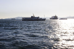Pessenger-Schiff in Bosphorus - Istanbul, die Türkei Stockfoto