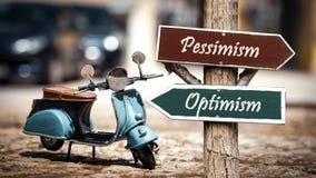 Pessimism f?r optimism f?r gatatecken kontra royaltyfria foton