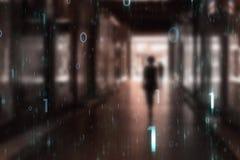 A pessoa anda através da passagem subterrânea da cidade com rede futurista fotos de stock